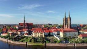 波兰wroclaw 与哥特式大教堂和教会的Ostrow Tumski 空中录影 股票视频