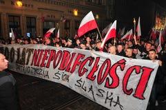 波兰wroclaw 2018年11月11日 3月民族主义者在波兰,弗罗茨瓦夫庆祝100年恢复独立 免版税库存图片