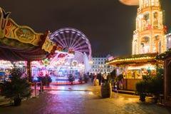 波兹南,波兰- 2017年12月16日 在自由正方形与夜照明的Plac Wolnosci的圣诞节市场 免版税图库摄影