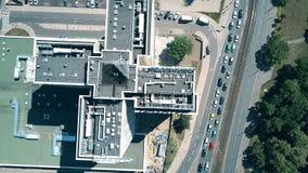 波兹南,波兰- 2018年5月20日 旅馆诺富特波兹南中心的空中下来上面视图 影视素材