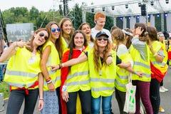 波兹南,波兰- 2016年7月24日:香客祈祷,跳舞和唱歌在几天期间在世界青年日之前的主教管区在K 免版税库存图片