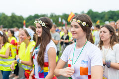 波兹南,波兰- 2016年7月24日:香客祈祷,跳舞和唱歌在几天期间在世界青年日之前的主教管区在K 库存照片