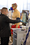 波兹南,波兰- 4月12 2016年:执行EKG测试o的医生 免版税库存照片