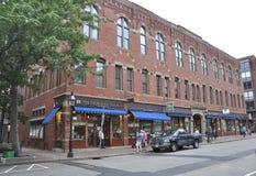 波兹毛斯, 6月30日:从街市波兹毛斯的历史建筑在美国的新罕布什尔 免版税库存照片