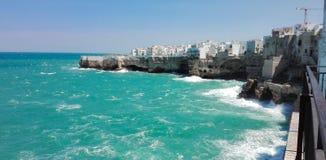 波利尼亚诺阿马雷看法有风大浪急的海面的 库存照片