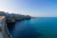 波利尼亚诺阿马雷:从缓慢Ardito海岸的海视图 免版税库存照片