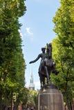 波士顿保罗・雷韦雷雕象 免版税库存照片