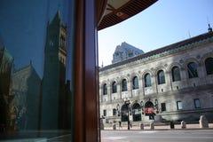 波士顿公立图书馆和老南教会看法  图库摄影