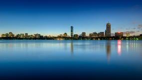 波士顿回到海湾地平线被看到在黎明 免版税库存图片