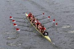 波士顿大学在查尔斯赛船会头赛跑  免版税库存照片