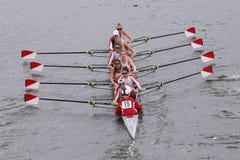 波士顿大学妇女的乘员组在查尔斯赛船会妇女的主要Eights头赛跑  库存图片