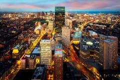 波士顿市中心一个空中夜视图  免版税库存照片