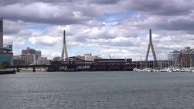 波士顿桥梁Bunker Hill伦纳德・马萨诸塞p zakim 建立射击的Zakim邦克山桥梁 股票视频