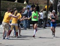 波士顿欢呼学院鼓励风扇赛跑者 库存图片