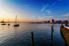 波士顿港口在初期一个夏天早晨 免版税库存图片