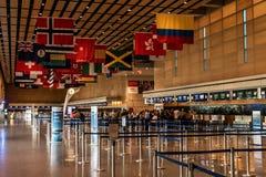 波士顿美国29 05 2017与垂悬的旗子的现代内部在爱德华・劳伦斯・洛根将军国际机场波士顿美国 库存照片