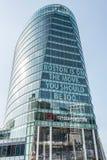 波士顿麻省美国04 09 2017年波士顿马萨诸塞美国glas摩天大楼有说的波士顿海口大道在活动中 免版税库存照片