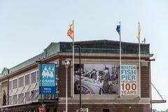 波士顿麻省,美国05 09 2017 100年anni鱼码头市场在夏天 免版税图库摄影