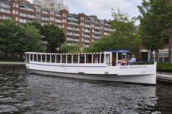 波士顿麻省, 6月30日:在查尔斯河的巡航小船从Massachusettes国家的波士顿的美国 库存图片