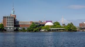 波士顿,剑桥市如被看见从查尔斯河 免版税库存图片