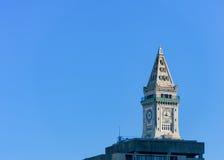 波士顿,马萨诸塞- 2014年1月04日:与时钟的波士顿塔 海关塔是一个摩天大楼在麦金莱广场 免版税图库摄影