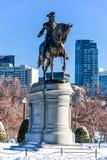波士顿,马萨诸塞- 2014年1月04日:波士顿公园和乔治・华盛顿雕象 库存照片