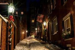 波士顿,马萨诸塞- 2014年1月03日:烽火台希尔街在波士顿 长的曝光夜摄影 橡子街道,波士顿 库存图片