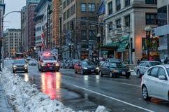 波士顿,马萨诸塞- 2014年1月04日:都市风景在波士顿 救护车汽车欧罗巴德国慕尼黑 库存图片