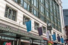 波士顿,麻省美国06 09 2017年Primark有商标的商城商店下垂挥动在历史的建筑学 免版税库存照片