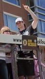 波士顿,麻省,美国- 6月18日:亚当Mcquaid庆祝史丹利杯胜利在波士顿熊在夺得t的杯以后游行 库存照片