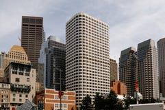 波士顿,麻省,美国7月25日 2009年:事务和公寓在波士顿江边地区  免版税图库摄影