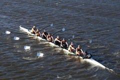 波士顿- 2016年10月23日:史密斯学院在查尔斯赛船会妇女的大学Eights头赛跑  免版税库存图片