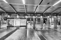 波士顿- 2015年10月17日:地铁站内部 去乘潜水艇 免版税库存照片
