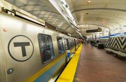 波士顿- 2015年10月17日:地铁站内部 去乘潜水艇 图库摄影