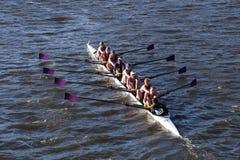 波士顿- 2016年10月23日:AmherstUniversity在查尔斯赛船会妇女的大学Eights头赛跑  免版税库存照片