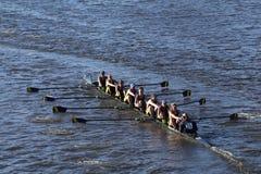 波士顿- 2016年10月23日:Simmons大学在查尔斯赛船会妇女的大学Eights头赛跑  免版税图库摄影