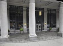 波士顿Ma, 6月30日:从Faneuil市场的大卫沙尔金霍尔大厦在从Massachusettes国家的街市波士顿的美国 免版税图库摄影