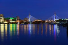 波士顿Zakim邦克山桥梁和TD庭院 免版税库存照片