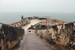 波多黎各,堡垒S.费莉佩del Morro在重的热带雨中 库存图片