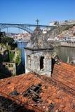 波尔图和盖亚美丽如画的都市风景在葡萄牙 免版税库存图片