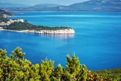 波尔图孔特海湾在蓝天下 免版税库存照片