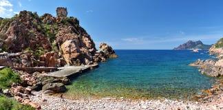 波尔图村庄海滩科西嘉岛西部的  免版税库存图片
