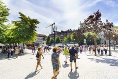波尔图葡萄牙 2017年8月12日:观点的中央plaza de la libertad在城市的旅游区,有许多人民的 图库摄影