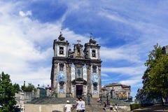 波尔图葡萄牙 2017年8月12日:门面用圣伊尔德丰索教会的锦砖装饰了从18世纪和Baroqu的 免版税库存图片