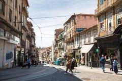 波尔图,葡萄牙-其中一条街道在波尔图老镇 库存照片