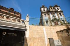 波尔图,葡萄牙-其中一条街道在波尔图老镇 免版税库存图片
