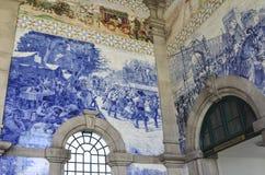 波尔图,葡萄牙- 2017年8月12日:与Azulejo盘区的著名火车站圣地Bento 免版税库存照片