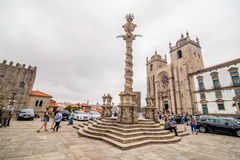 波尔图,葡萄牙- 2017年7月08日 在修道院大教堂Paco Espiscopal波尔图,葡萄牙上颈手枷 库存图片