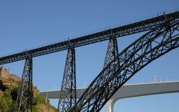 波尔图,葡萄牙- 2010年7月10日:桥梁 免版税库存图片