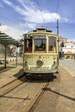 波尔图,葡萄牙- 2015年7月04日:著名遗产黄色电车 免版税库存照片